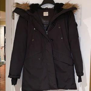 Jackets & Blazers - Black puffer jacket with fur trim